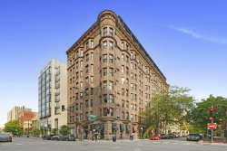 Photo of 2800 N Pine Grove Avenue, Unit Number 2H, Chicago, IL 60657 (MLS # 10885000)