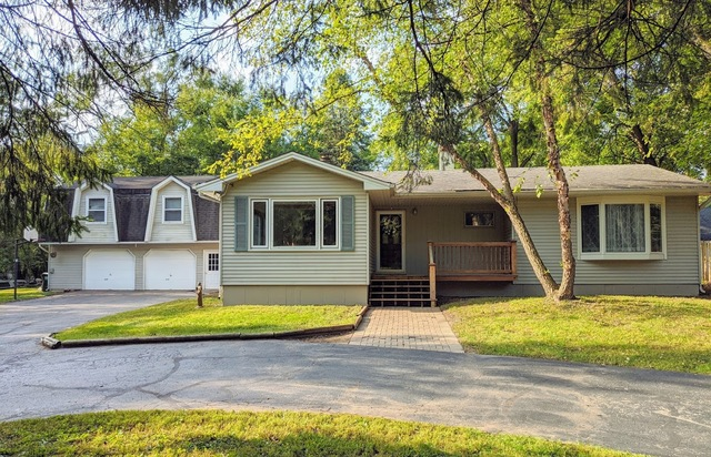 Photo for 33W651 Fountain Valley Road, Dundee, IL 60118 (MLS # 10888168)