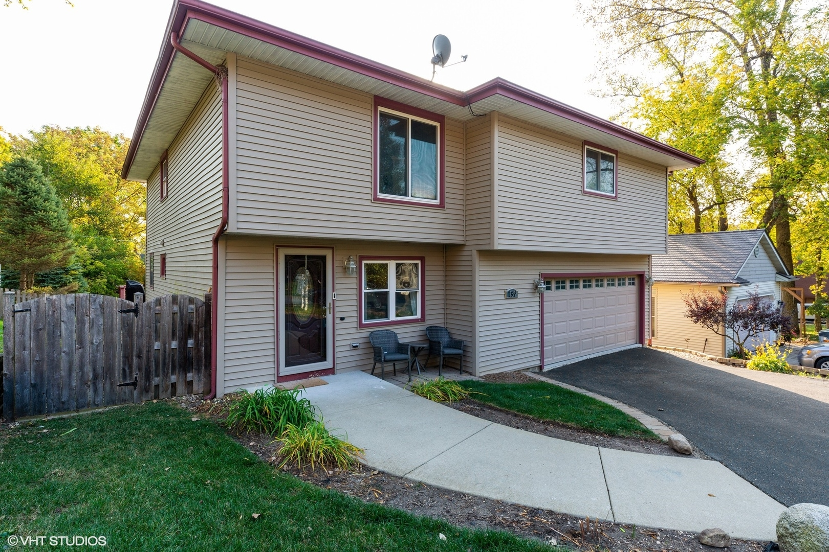 Photo for 139 Wildwood Road, Algonquin, IL 60102 (MLS # 10901780)