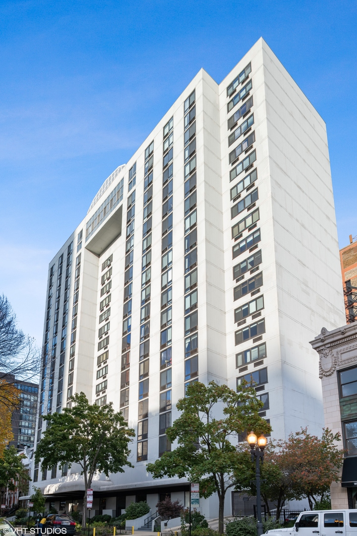 Photo for 1221 N Dearborn Street, Unit Number 1609S, Chicago, IL 60610 (MLS # 10904121)