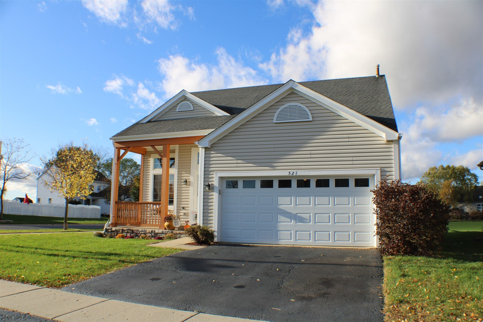 Photo for 521 Windermere Way, Lake In The Hills, IL 60156 (MLS # 10906316)