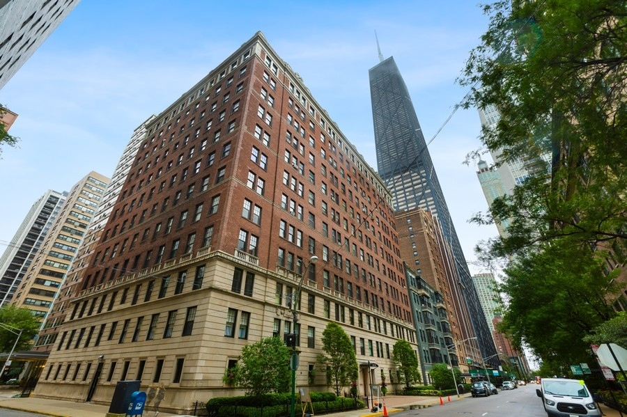 Photo for 227 E Delaware Place, Unit Number 5D, Chicago, IL 60611 (MLS # 10910182)