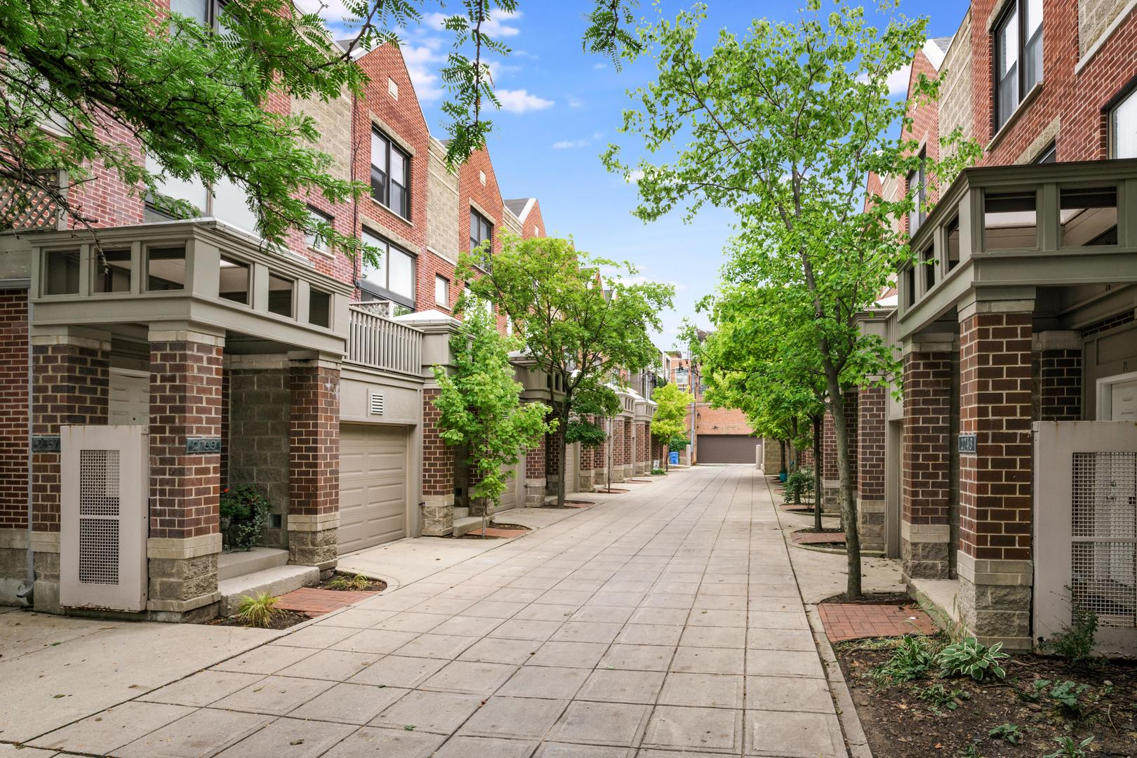 Photo for 2753 N Wayne Avenue, Unit Number C, Chicago, IL 60614 (MLS # 10910197)