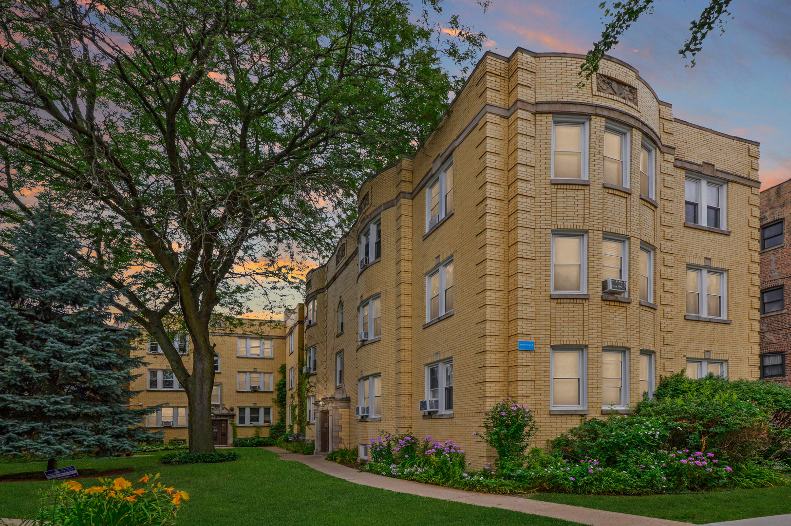 Photo for 4448 W Gunnison Street, Unit Number 3A, Chicago, IL 60630 (MLS # 10910199)