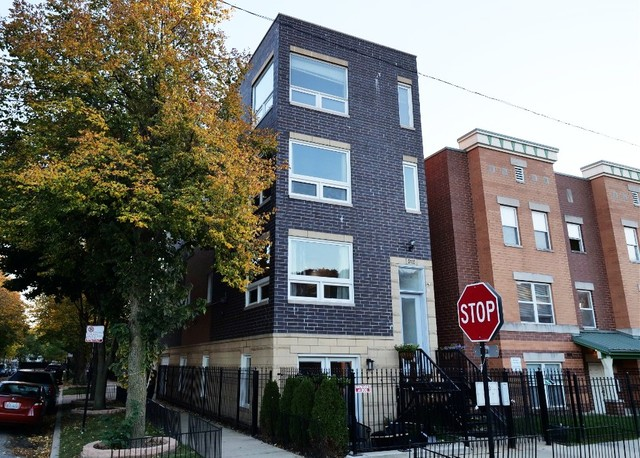 Photo for 2135 W Adams Street, Unit Number 3, Chicago, IL 60612 (MLS # 10910249)