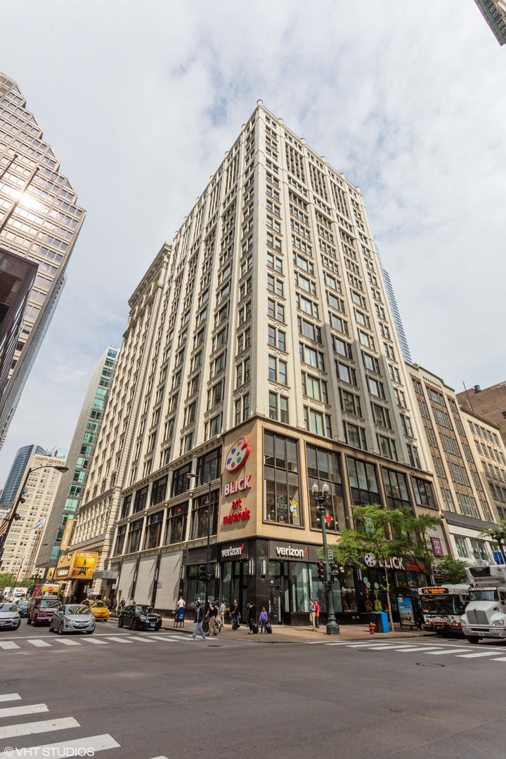 Photo for 8 W Monroe Street, Unit Number 1804, Chicago, IL 60603 (MLS # 10910331)