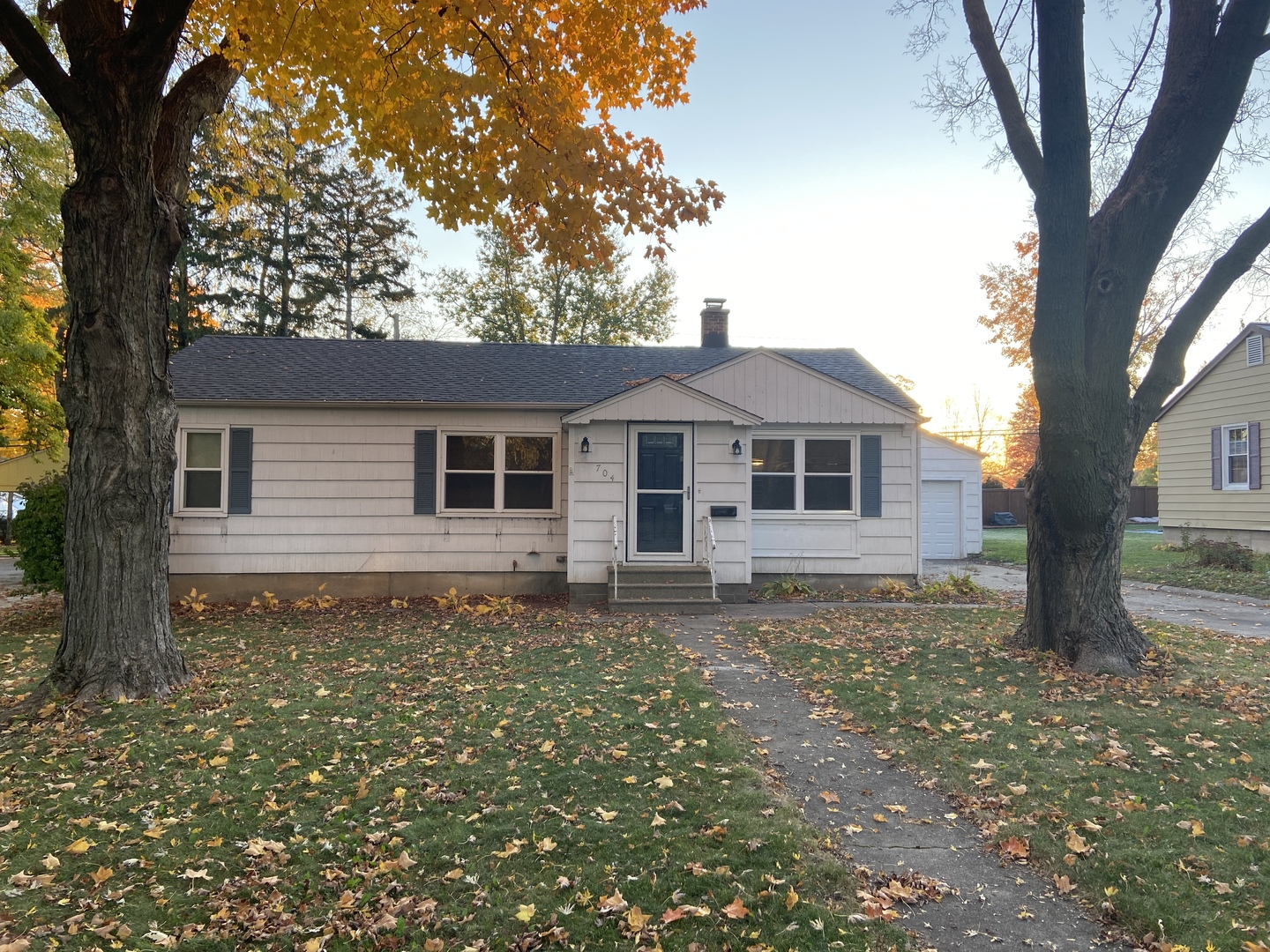 Photo for 704 Meadow Lane, Sycamore, IL 60178 (MLS # 10920374)