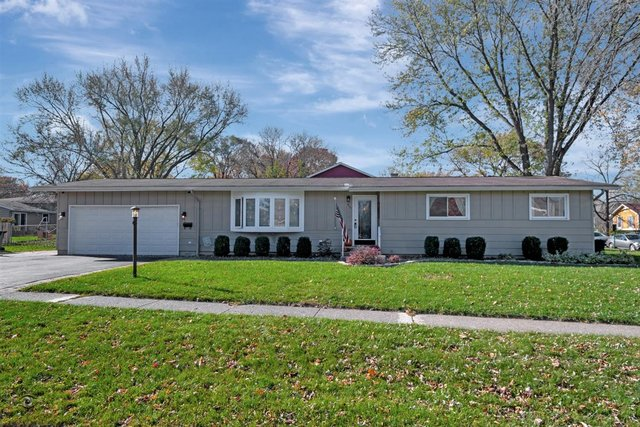Photo for 816 1st Street, Cary, IL 60013 (MLS # 10930650)