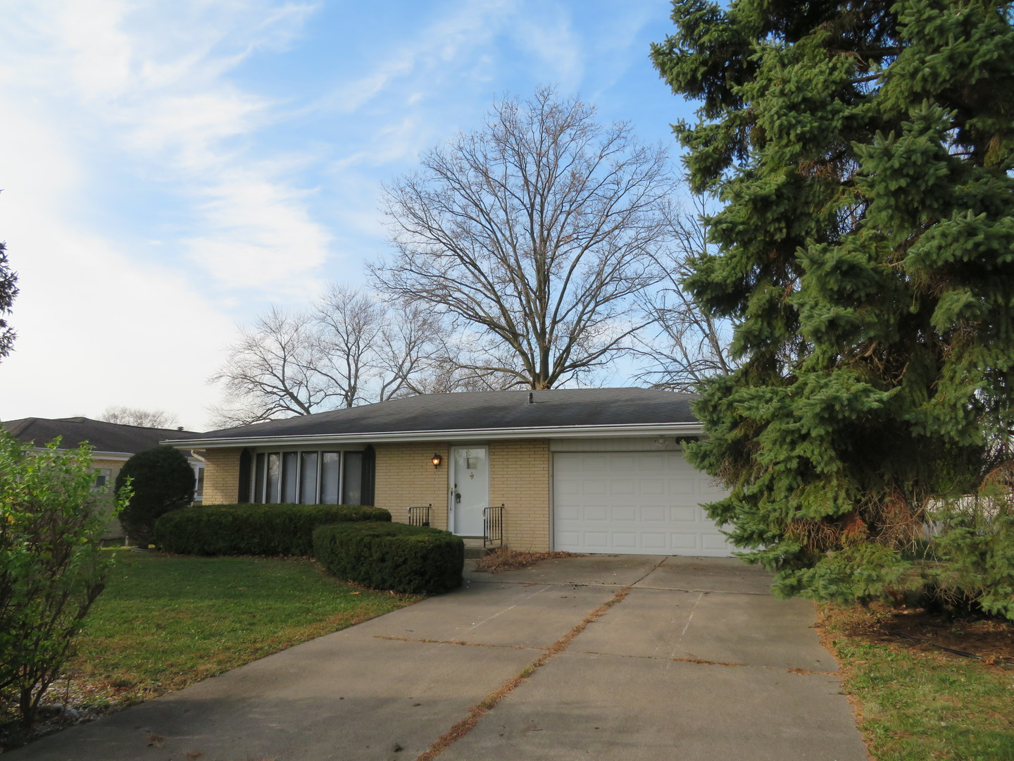Photo for 9S142 Cumnor Road, Downers Grove, IL 60516 (MLS # 10937653)