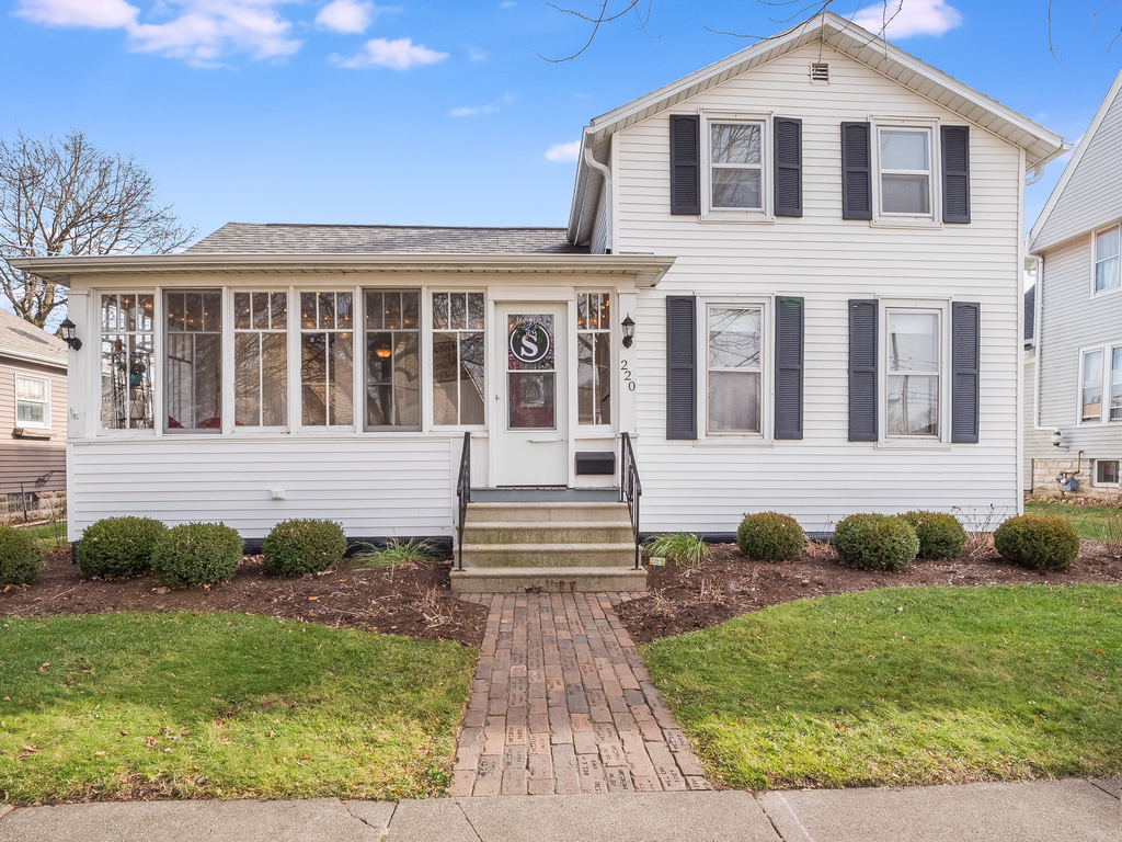 Photo for 220 S Maple Street, Sycamore, IL 60178 (MLS # 10937941)