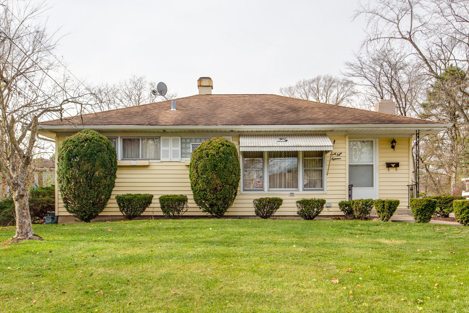 Photo for 4818 Cumnor Road, Downers Grove, IL 60515 (MLS # 10938098)