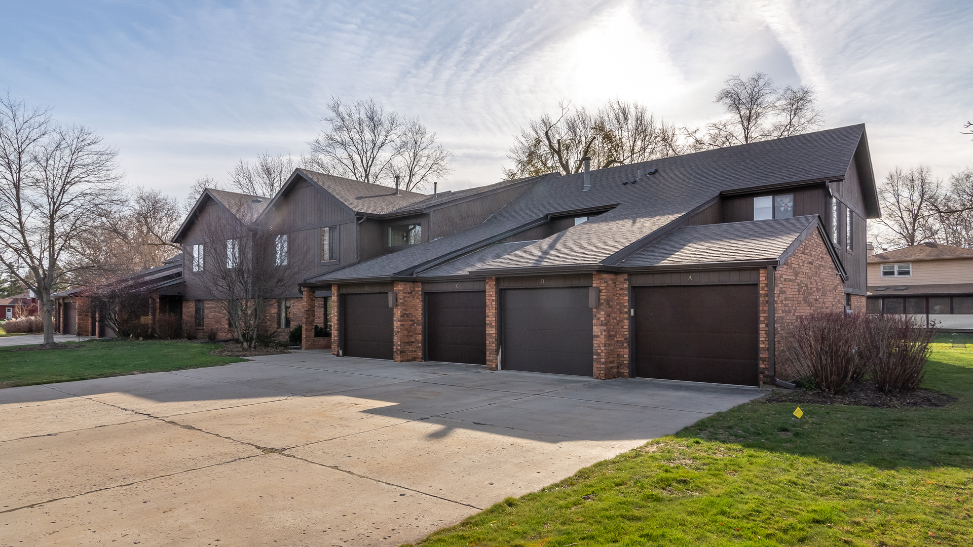 Photo for 9 Creekside Circle, Unit Number B, Elgin, IL 60123 (MLS # 10938357)