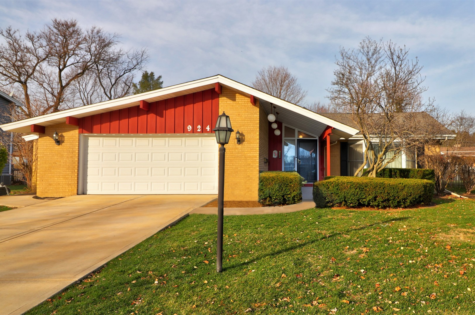 Photo for 924 61st Street, Downers Grove, IL 60516 (MLS # 10938364)