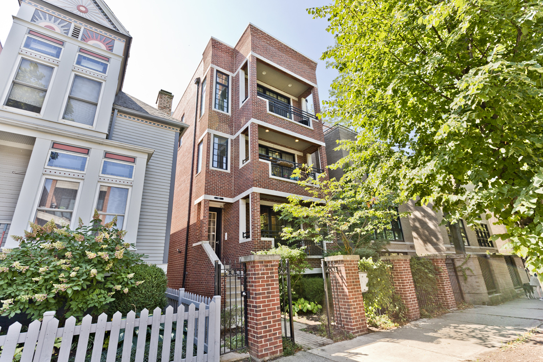 Photo for 923 W Wrightwood Avenue, Unit Number 2, Chicago, IL 60614 (MLS # 10939387)