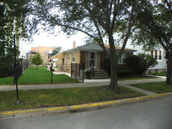 Photo of 2219 W Barry Avenue, CHICAGO, IL 60618 (MLS # 10315712)