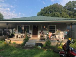 Photo of 960 Cross St, Rossville, GA 30741 (MLS # 1286001)
