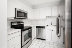 Photo of 207 SHEARWATER CT WEST, Unit 51, Jersey City, NJ 07305 (MLS # 190021694)