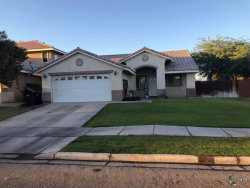 Photo of 352 WILLOW BEND DR, El Centro, CA 92243 (MLS # 18400638IC)